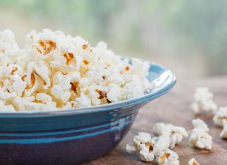 Knowing how to make healthy popcorn can be a challenge. Follow these simple steps to create a healthy, funs snack your kids will love.