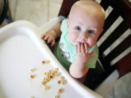 Knowing when you can introduce your baby to eating their first solids is a bit nerve-wracking! Puffs and cheerios are a great place to start.